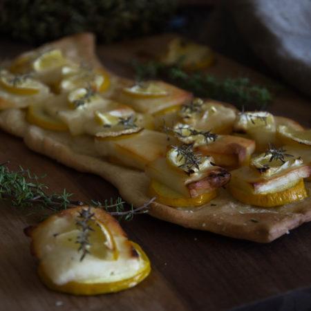 frische Pizza mit Zucchini